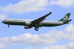 aki241012さんが、福岡空港で撮影したエバー航空 A330-302の航空フォト(飛行機 写真・画像)