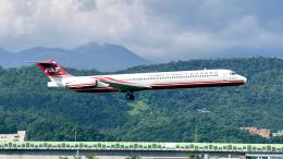 FlyingMonkeyさんが、台北松山空港で撮影した遠東航空 MD-82 (DC-9-82)の航空フォト(飛行機 写真・画像)