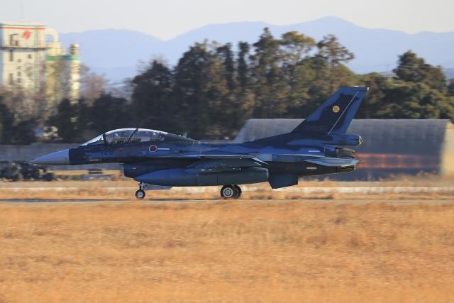 aki241012さんが、福岡空港で撮影した航空自衛隊 F-2Bの航空フォト(飛行機 写真・画像)