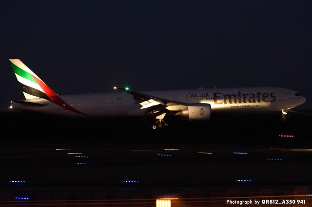 kina309さんが、成田国際空港で撮影したエミレーツ航空 777-31H/ERの航空フォト(飛行機 写真・画像)