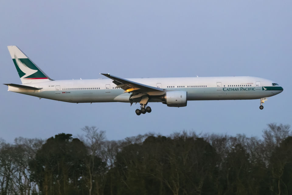 mameshibaさんのキャセイパシフィック航空 Boeing 777-300 (B-HNP) 航空フォト