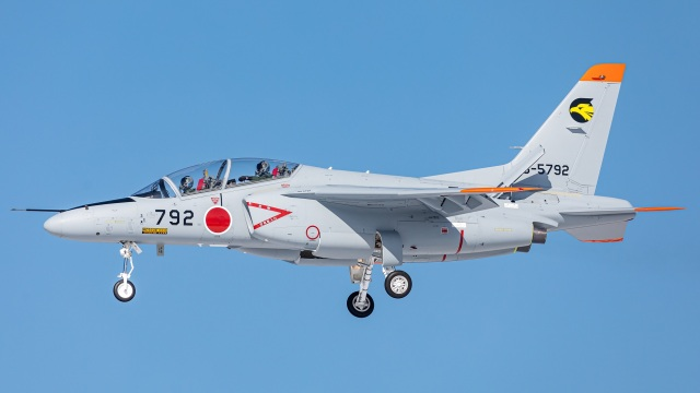 T spotterさんが、小松空港で撮影した航空自衛隊 T-4の航空フォト(飛行機 写真・画像)