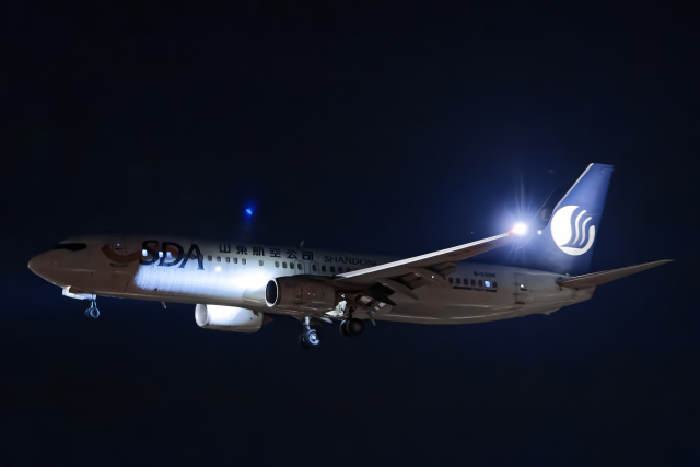 SGR RT 改さんが、成田国際空港で撮影した山東航空 737-85Nの航空フォト(飛行機 写真・画像)