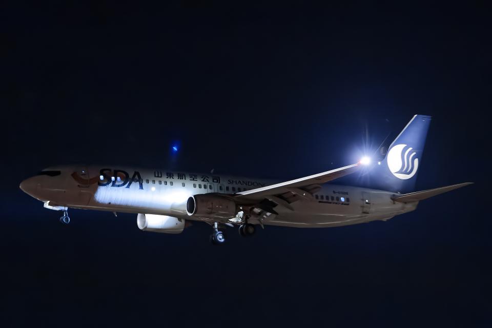 SGR RT 改さんの山東航空 Boeing 737-800 (B-6988) 航空フォト