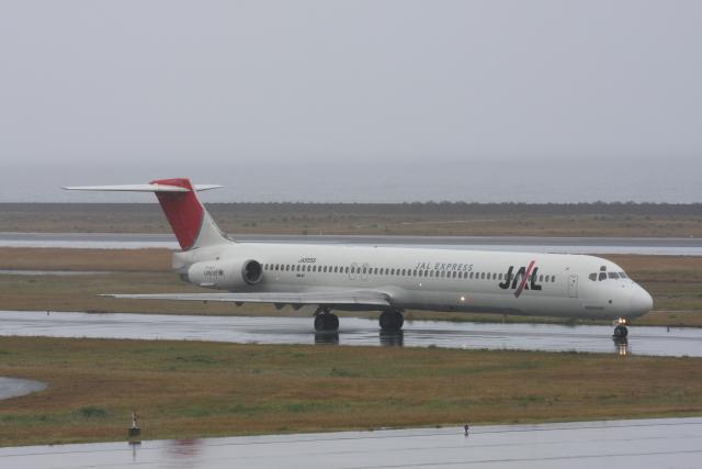 プルシアンブルーさんが、奄美空港で撮影したJALエクスプレス MD-81 (DC-9-81)の航空フォト(飛行機 写真・画像)