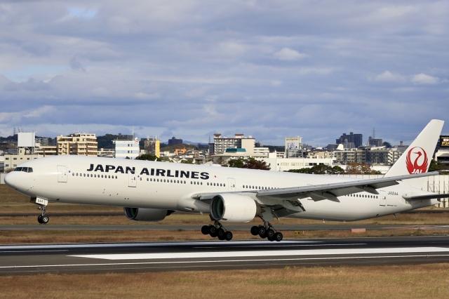 Fly Yokotayaさんが、伊丹空港で撮影した日本航空 777-346の航空フォト(飛行機 写真・画像)
