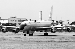 A-330さんが、横田基地で撮影したアメリカ海軍 EC-24A (DC-8-54AF)の航空フォト(飛行機 写真・画像)