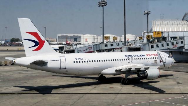 让开我先飞さんが、北京首都国際空港で撮影した中国東方航空 A320-214の航空フォト(飛行機 写真・画像)