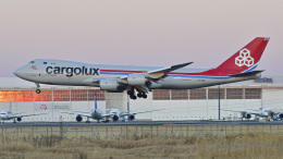 パンダさんが、成田国際空港で撮影したカーゴルクス 747-8R7F/SCDの航空フォト(飛行機 写真・画像)