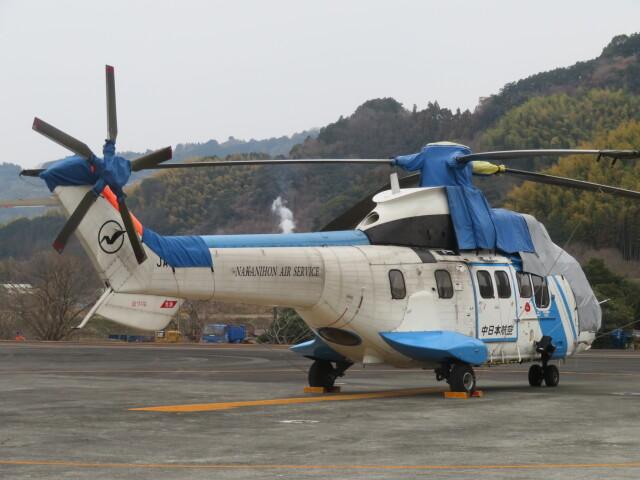 ランチパッドさんが、静岡ヘリポートで撮影した中日本航空 AS332L1 Super Pumaの航空フォト(飛行機 写真・画像)