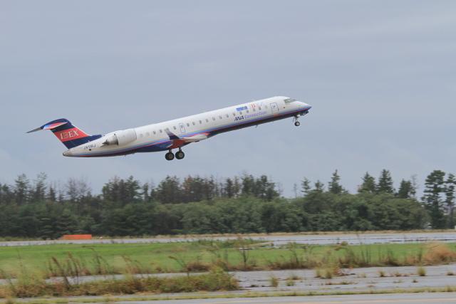 TAK_HND_NRTさんが、小松空港で撮影したアイベックスエアラインズ CL-600-2C10 Regional Jet CRJ-702ERの航空フォト(飛行機 写真・画像)
