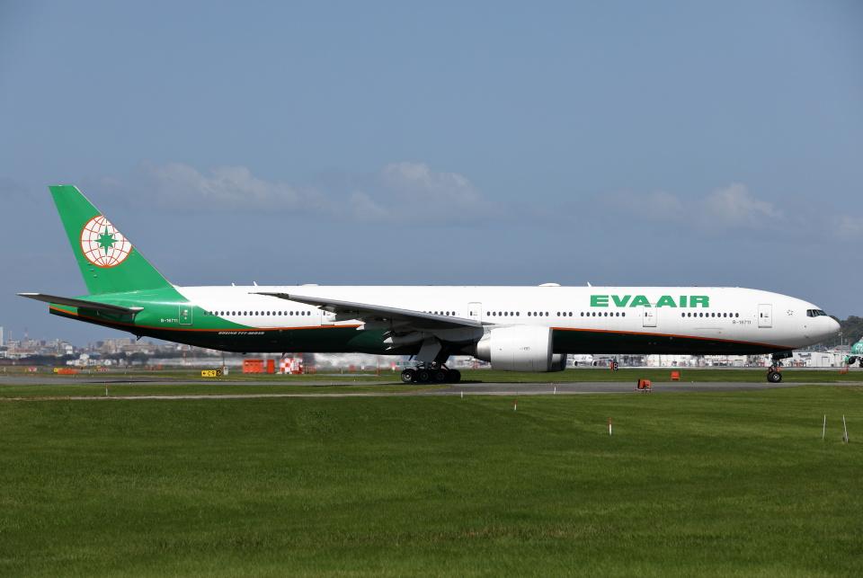 MOHICANさんのエバー航空 Boeing 777-300 (B-16711) 航空フォト