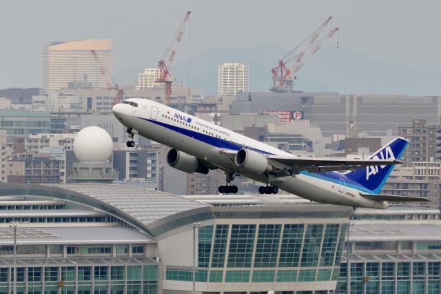 h_wajyaさんが、福岡空港で撮影した全日空 767-381の航空フォト(飛行機 写真・画像)