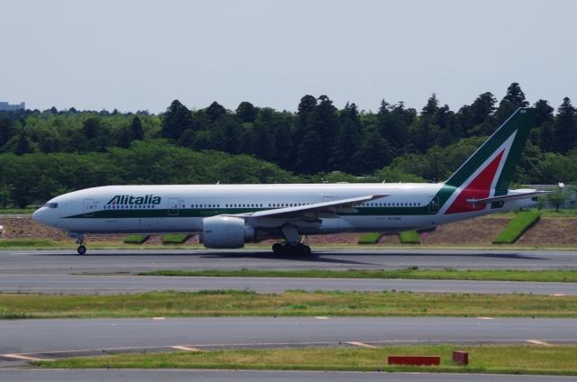 tasho0525さんが、成田国際空港で撮影したアリタリア航空 777-243/ERの航空フォト(飛行機 写真・画像)
