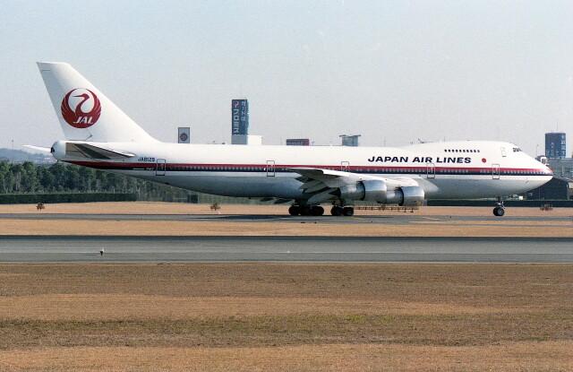 @たかひろさんが、伊丹空港で撮影した日本航空 747-246Bの航空フォト(飛行機 写真・画像)
