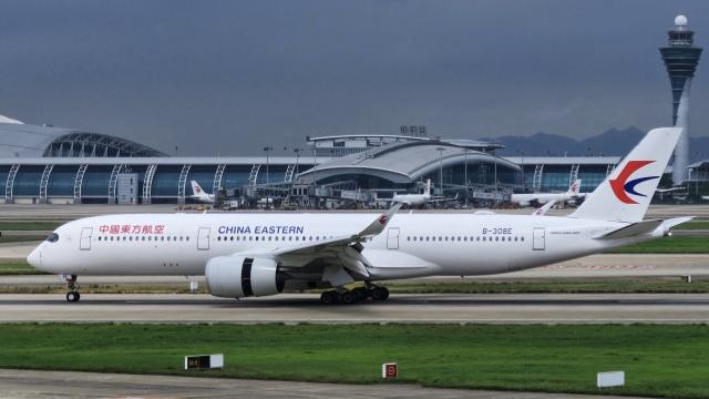 让开我先飞さんが、広州白雲国際空港で撮影した中国東方航空 A350-941の航空フォト(飛行機 写真・画像)