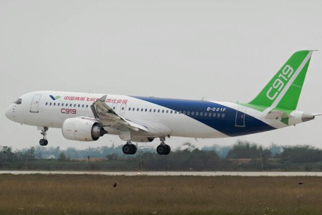 让开我先飞さんが、南昌瑶湖空港で撮影した中国商用飛機 C919の航空フォト(飛行機 写真・画像)