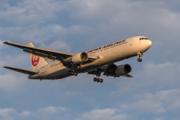 Y-Kenzoさんが、羽田空港で撮影した日本航空 767-346の航空フォト(飛行機 写真・画像)