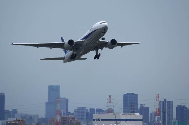 平凡なおっちゃんさんが、伊丹空港で撮影した全日空 777-281/ERの航空フォト(飛行機 写真・画像)