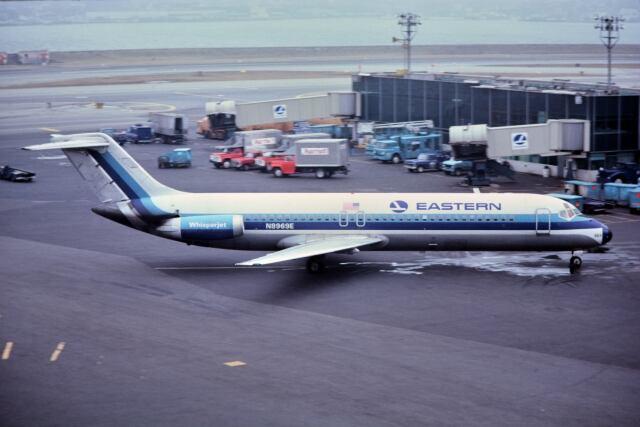 ラガーディア空港 - La Guardia Airport [LGA/KLGA]で撮影されたラガーディア空港 - La Guardia Airport [LGA/KLGA]の航空機写真(フォト・画像)