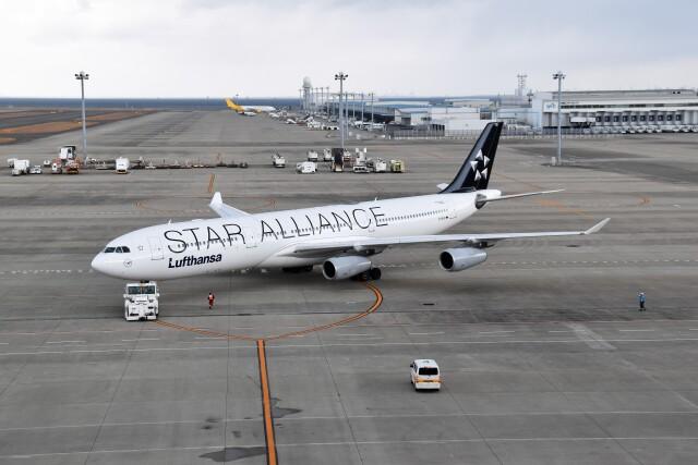こじゆきさんが、中部国際空港で撮影したルフトハンザドイツ航空 A340-313Xの航空フォト(飛行機 写真・画像)