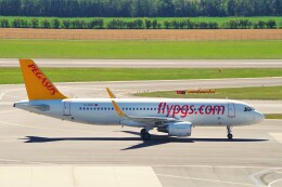 ちっとろむさんが、ウィーン国際空港で撮影したペガサス・エアラインズ A320-216の航空フォト(飛行機 写真・画像)