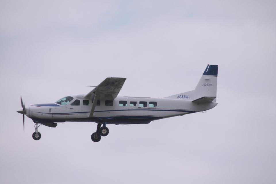Mr.boneさんの共立航空撮影 Cessna 208 (JA889L) 航空フォト