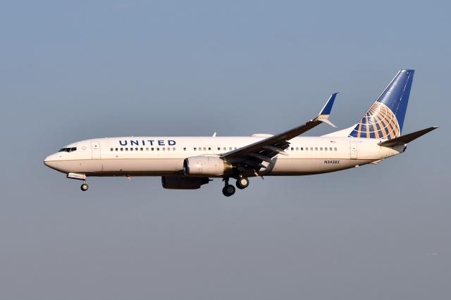sonnyさんが、成田国際空港で撮影したユナイテッド航空 737-824の航空フォト(飛行機 写真・画像)