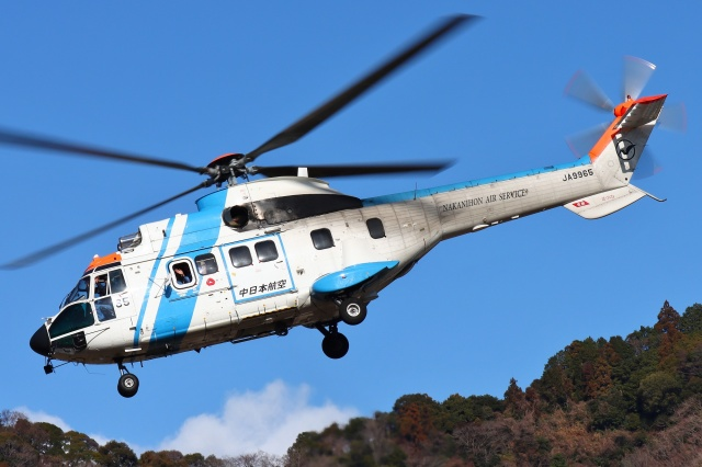 ブルーさんさんが、静岡ヘリポートで撮影した中日本航空 AS332L1 Super Pumaの航空フォト(飛行機 写真・画像)