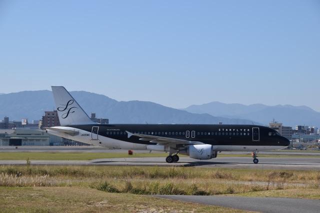 bachi51さんが、福岡空港で撮影したスターフライヤー A320-214の航空フォト(飛行機 写真・画像)
