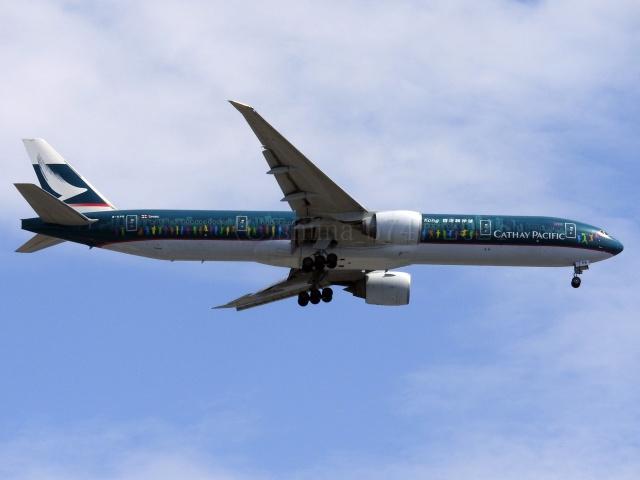 しまb747さんが、羽田空港で撮影したキャセイパシフィック航空 777-367/ERの航空フォト(飛行機 写真・画像)