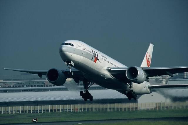 ansett747さんが、福岡空港で撮影した日本航空 777-246の航空フォト(飛行機 写真・画像)