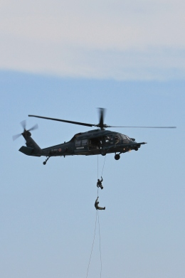 kaeru6006さんが、小松空港で撮影した航空自衛隊 UH-60Jの航空フォト(飛行機 写真・画像)