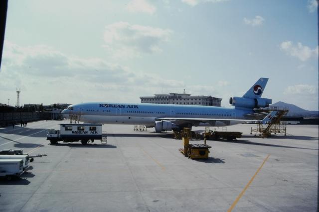 ゴンタさんが、金浦国際空港で撮影した大韓航空 MD-11の航空フォト(飛行機 写真・画像)