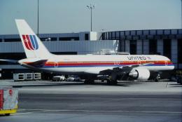 ゴンタさんが、ロサンゼルス国際空港で撮影したユナイテッド航空 757-222の航空フォト(飛行機 写真・画像)