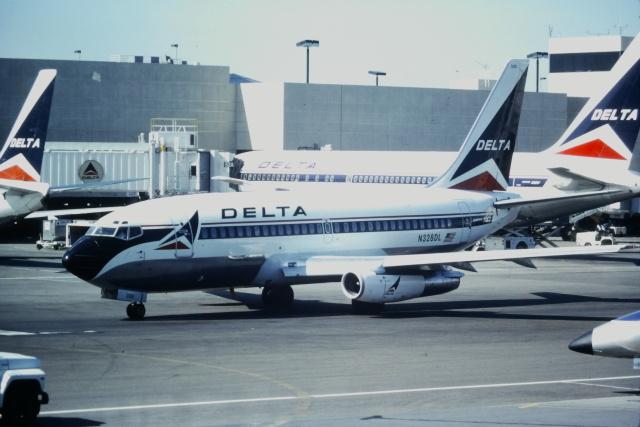 ゴンタさんが、ロサンゼルス国際空港で撮影したデルタ航空 737-232/Advの航空フォト(飛行機 写真・画像)