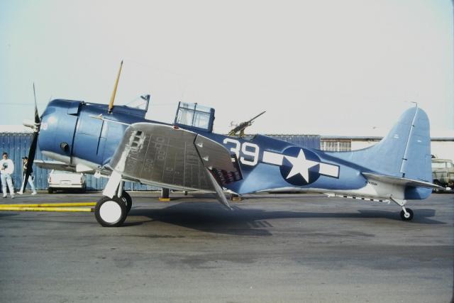 ゴンタさんが、チノ空港で撮影したプレーンズ・オブ・フェイム SBD-5 Dauntlessの航空フォト(飛行機 写真・画像)