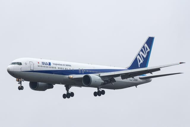 SGR RT 改さんが、成田国際空港で撮影した全日空 767-381/ERの航空フォト(飛行機 写真・画像)
