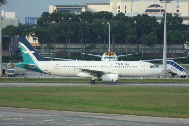 wunalaさんが、シンガポール・チャンギ国際空港で撮影したシルクエア A320-233の航空フォト(飛行機 写真・画像)