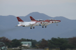 TAK_HND_NRTさんが、芦屋基地で撮影した航空自衛隊 T-4の航空フォト(飛行機 写真・画像)