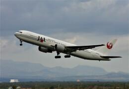 にしやんさんが、新千歳空港で撮影した日本航空 767-346の航空フォト(飛行機 写真・画像)
