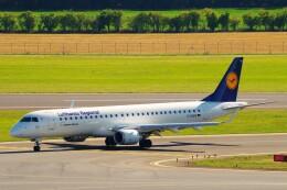ちっとろむさんが、ウィーン国際空港で撮影したルフトハンザ・シティライン ERJ-190-200 LR (ERJ-195LR)の航空フォト(飛行機 写真・画像)
