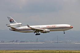 Gambardierさんが、関西国際空港で撮影した中国東方航空 MD-11の航空フォト(飛行機 写真・画像)