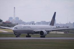 Mr.boneさんが、嘉手納飛行場で撮影したユナイテッド航空 777-322/ERの航空フォト(飛行機 写真・画像)