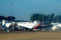 ちっとろむさんが、パリ シャルル・ド・ゴール国際空港で撮影したタイタン エアウェイズ 757-256の航空フォト(飛行機 写真・画像)