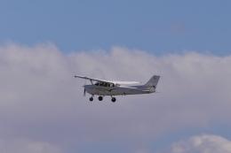mild lifeさんが、神戸空港で撮影した学校法人ヒラタ学園 航空事業本部 172S Skyhawk SPの航空フォト(飛行機 写真・画像)