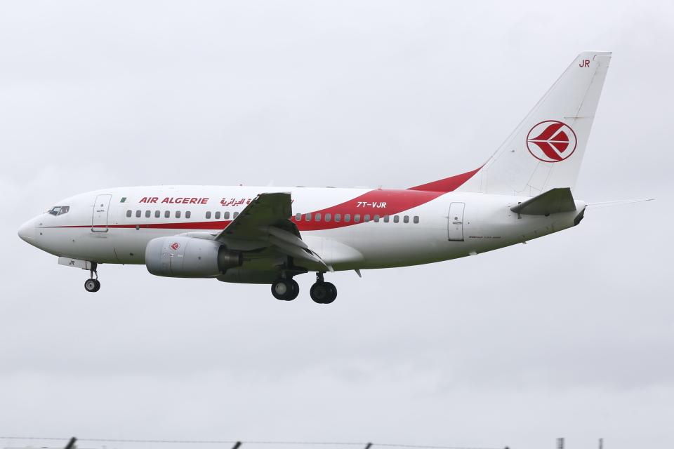 kinsanさんのアルジェリア航空 Boeing 737-600 (7T-VJR) 航空フォト