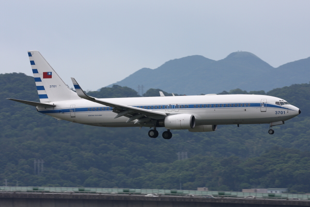 kinsanさんが、台北松山空港で撮影した中華民国空軍 737-8ARの航空フォト(飛行機 写真・画像)