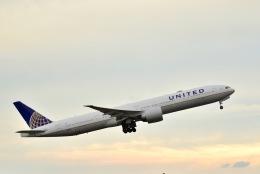 ウィングはくつるさんが、成田国際空港で撮影したユナイテッド航空 777-322/ERの航空フォト(飛行機 写真・画像)