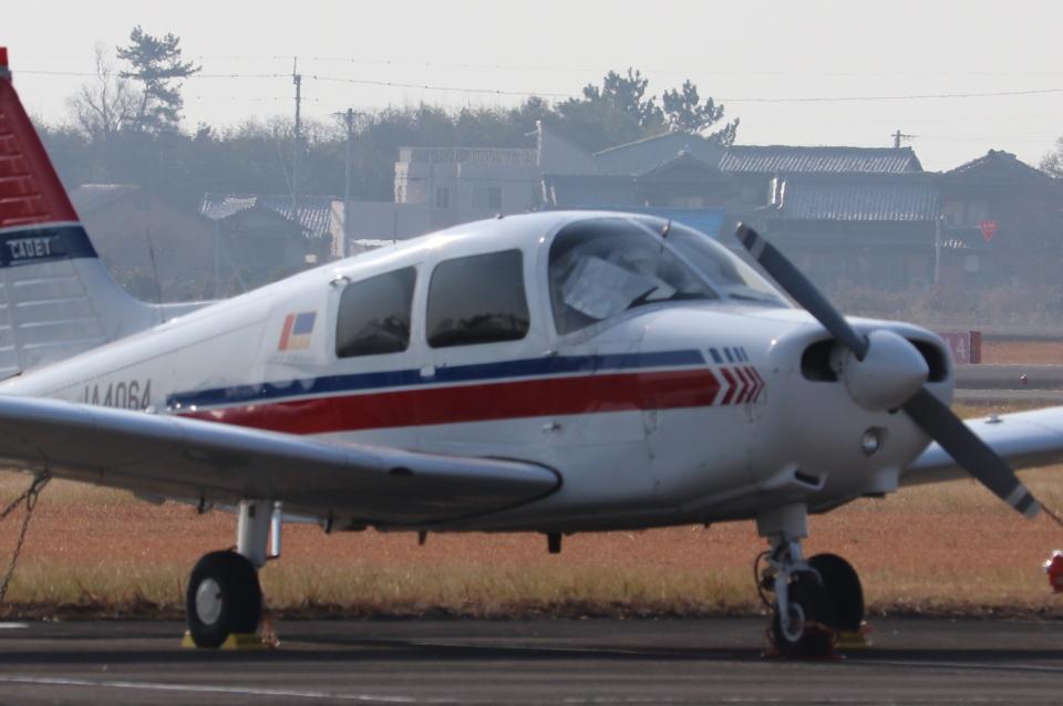 小型機専門家さんの日本個人所有 Piper PA-28 Cherokee (JA4064) 航空フォト